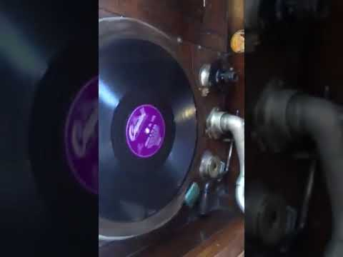 1900s Vintage Gramophone And 78s Records