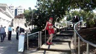 الجنس الثالث بشير يرقص على اغنية تغازلني في لندن