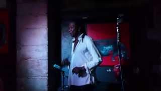 Bruno Bowindson chante La Bomba