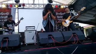 Bunda Berontak (KALUNGKUWUNG & SKENARIO HOMOISME) live @Singa Perbangsa Karawang