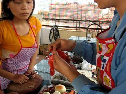 www.thanhmai.com.vn - Học tỉa Hoa hồng từ cà chua, 6-9-2009.