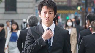 『桐島、部活やめるってよ』の原作者である朝井リョウの直木賞受賞作を...