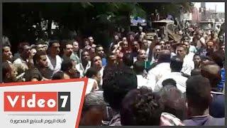 بالفيديو.. اشتباكات بين اهالي ضحايا مركب الوراق والأمن يطلق طلقات تحذيرية لتفرقتهم