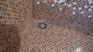 Укладка плитки с уклоном под слив в душевой ч.2(В этом видео подробно показано как облицевать плиткой сливной трап,для слива воды в душевой комнате,которы..., 2015-12-30T06:57:06.000Z)
