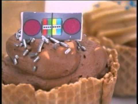 Aquabats MC Bat Commander goes undercover on cupcake wars