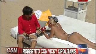 Repeat youtube video C5N - VERANO 2015: ROBERTITO CON VICKY XIPOLITAKIS EN PUNTA DEL ESTE