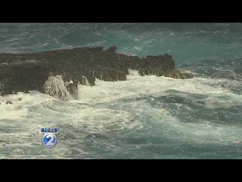 Lifeguards rescue teenagers near Lanai Lookout