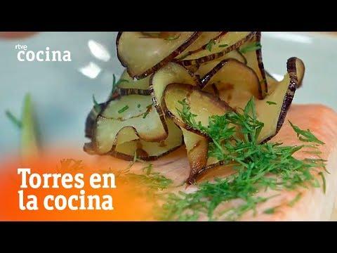 Cómo hacer Salmón con berenjena - Torres en la Cocina | RTVE Cocina