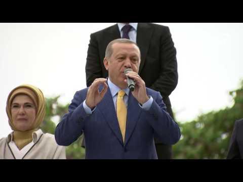 Cumhurbaşkanı Erdoğan, kongre salonu dışındakilere seslendi