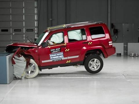 2008 Jeep Liberty moderate overlap test