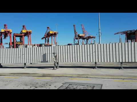 robot unload container at port botany,sydney,australia
