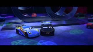 Disney Pixar España | Escena Cars 2 Fernando Alonso y Lewis Hamilton conocen a Rayo McQueen