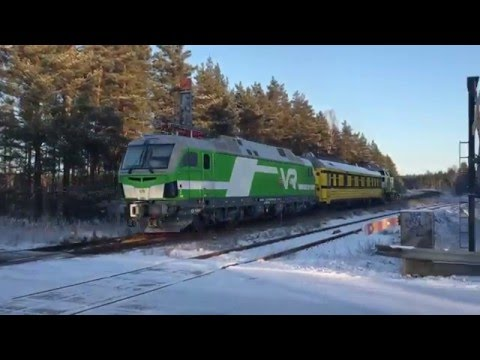 [VR] Finland's first Vectron classed as Sr3 nr. 3302 seen leaving Lappohja station.