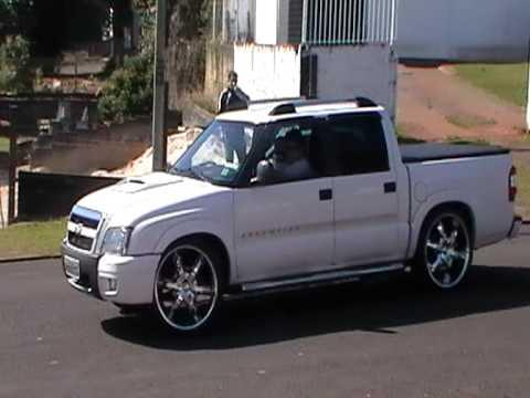 S10 ARO 22 + BMWs - YouTube