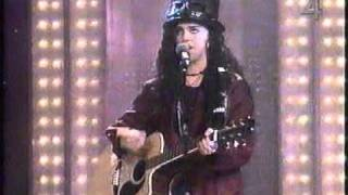 Linda Perry. Whats up......