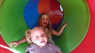 Николь играет на детской  площадке !