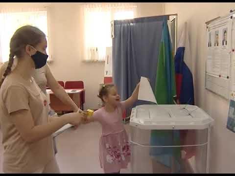 Депутату, избранному в губкинский Совет по 14 округу, вручили удостоверение