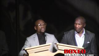 Mayweather at Nevada Boxing HOF accepting his Nevada fighter of the year award