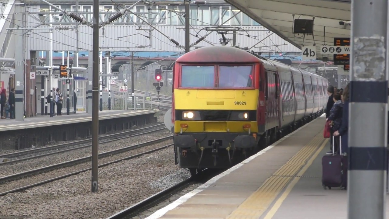 Db Schenker Class 90 90029 On Hire To Vtec Journey From Peterborough To Leeds 15 10 17