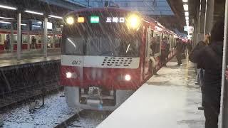 雪によるラッシュの京急 thumbnail