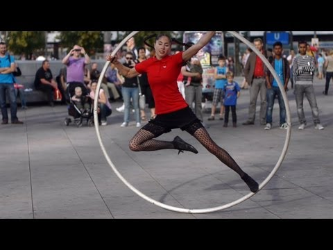 Auf dem Alexanderplatz in Berlin / Cyr Wheel Performance (big hula hoop)