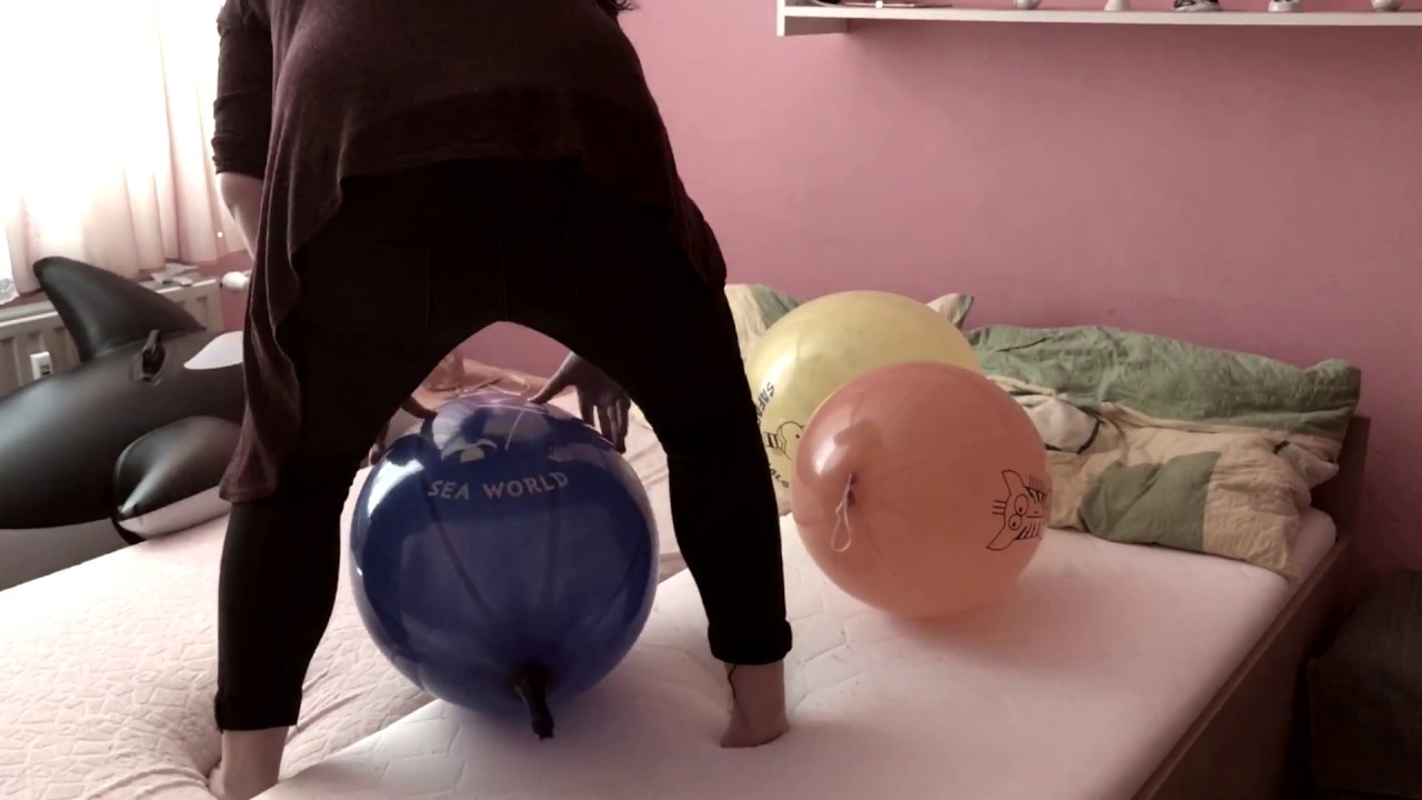 Sit Pop Balloon: Girl Sit To Pop Big Balloons