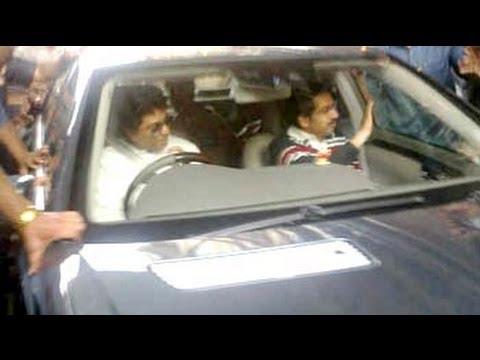 Thackeray Thaw. Raj drives Uddhav home, meets uncle Bal too