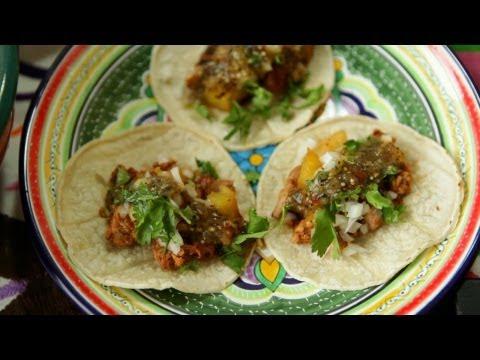 Rezept: Mexikanische Tacos mit Schweinefleisch und Ananas (Tacos Al Pastor)
