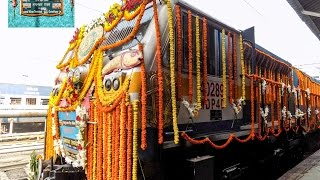 india s first hi tech gkp anvt humsafar express beautifully decorated inaugural run from gorakhpur