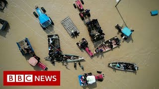 Baixar Iran floods: Homes and people swept away - BBC News