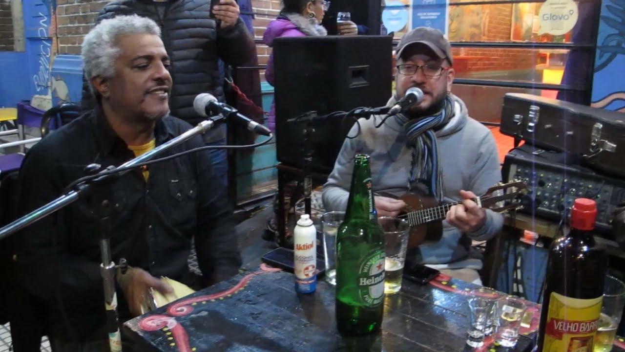 """Samba na calzada. """"Lucidez"""" y """"Ai Foi Que o Barraco Desabou"""" (Jorge Aragão)."""