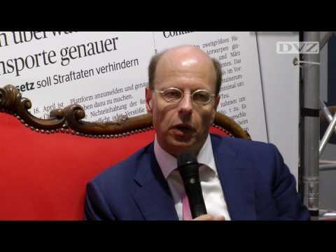 transport logistic 2017: Prof. Sebastian Jürgens auf dem Roten Sofa der DVZ