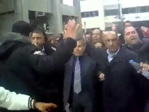 Expulsion PDG de Tunisie Telecom 2011