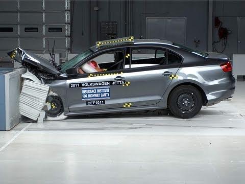 2011 Volkswagen Jetta sedan moderate overlap IIHS crash test