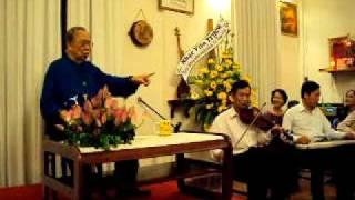 GS Trần Văn Khê hát vai chàng cà lăm