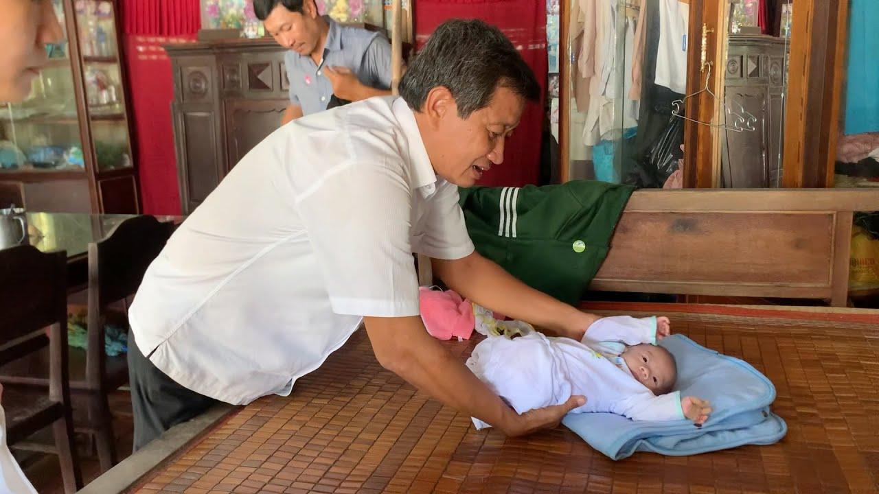 Ông Đoàn Ngọc Hải tái xuất, xót lòng cảnh đời bệnh Nhi 5 tháng tuổi trên chuyến xe về miền Tây