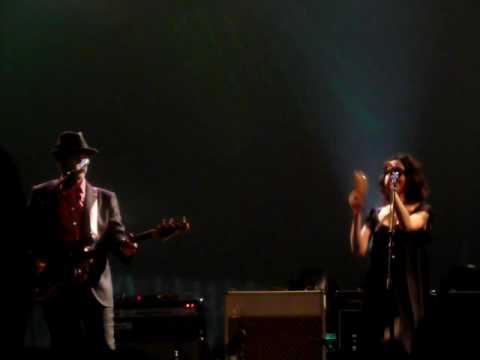 PJ Harvey & John Parish - False Fire @ The Beacon Theater, NYC 06-09-2009