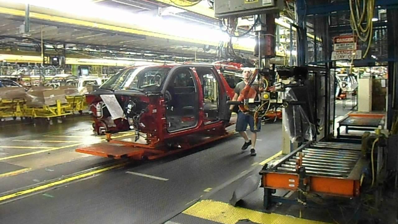 Cadillac Escalade Being Built At The Arlington Gm Assembly