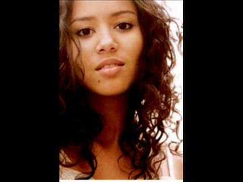 Download Mayra Andrade - Comme s' il en pleuvait