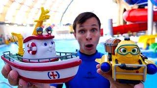 Видео с игрушками  в аквапарке. Ищем сокровища с Фёдором и Элаяс!