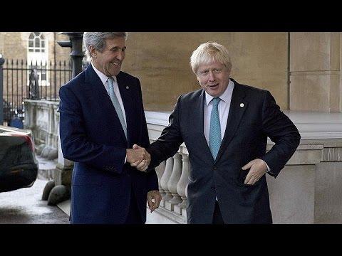 Síria: John Kerry e Boris Johnson pedem mais sanções contra a Rússia