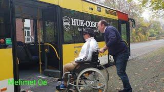 Mehmet Oe erklärt die Sache mit den Rollstuhl fahrern