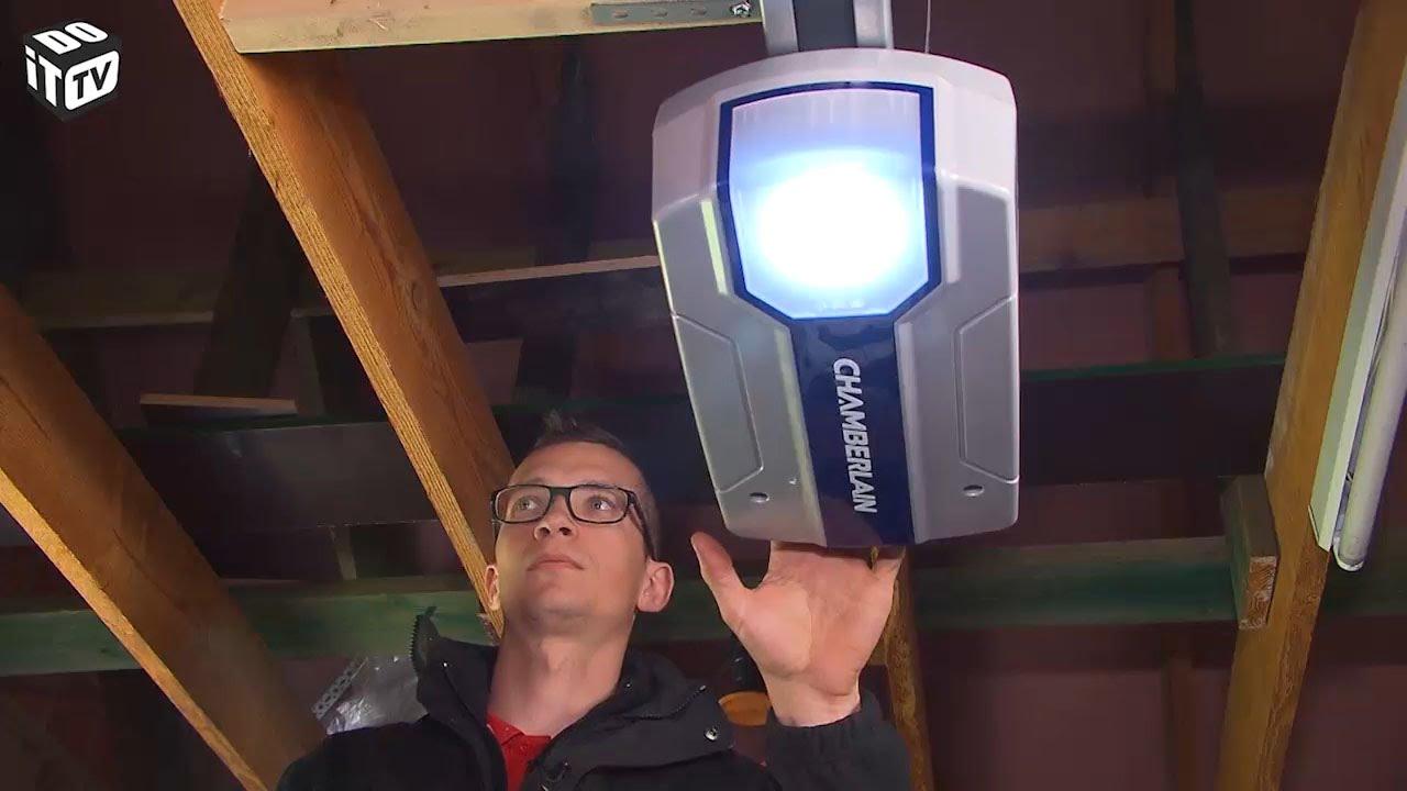 Automatiser La Porte De Garage Installation De La Motorisation Chamberlain Pour Porte De Garage Youtube