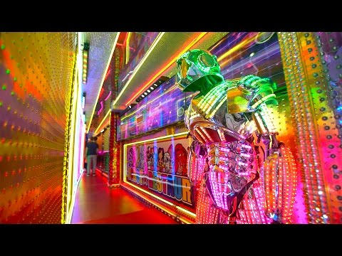 ROBOT RESTAURANT in JAPAN - CRAZY!!! ロボットレストラン - HD 4k