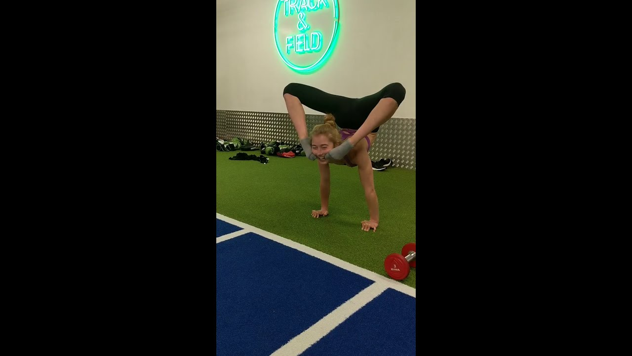 Handstands contortion back bend repetitions