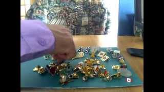 ASMR 29 My collection of pins.  Ma collection de boutons. Clic sur j'aime