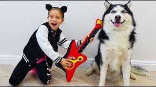 София и её собака Поют и Играют на музыкальных инструментах для детей