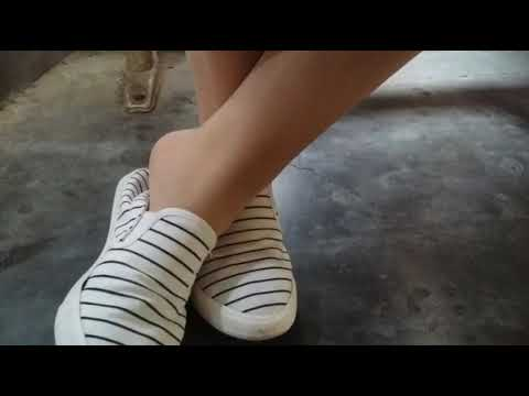 Chinese girl shoeplay in class 4(with vocal) thumbnail