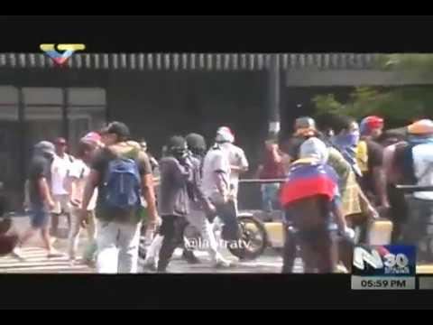 Opositores incendian sede de la Dirección Ejecutiva de la Magistratura (DEM) en Chacao