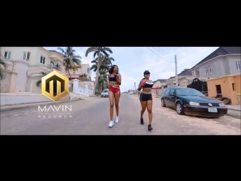 People dancing Ladies & Gentleman of Reekado Banks